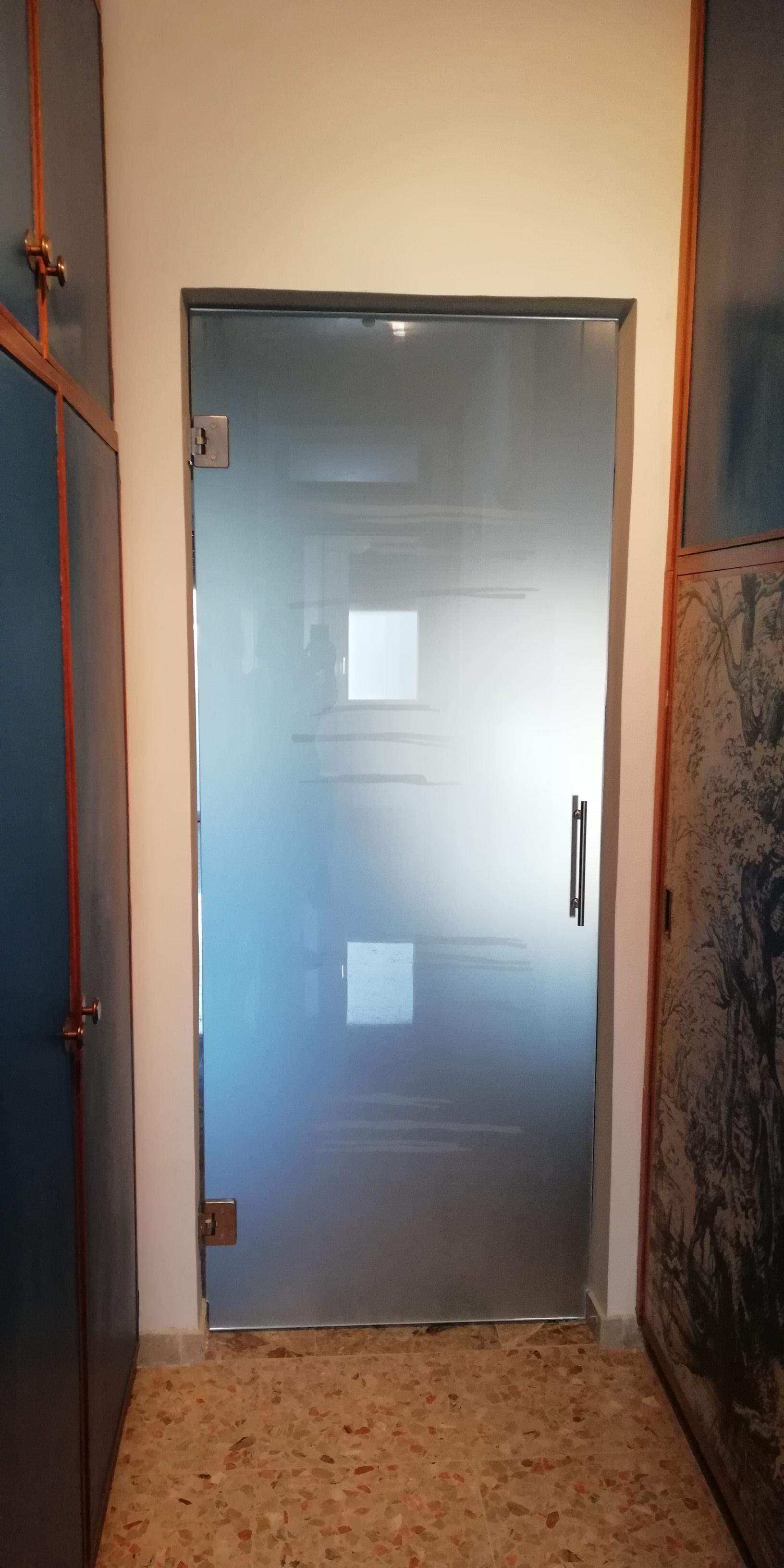 Porte Con Vetro Satinato su misura: porta scorrevole in vetro satinato – friuli